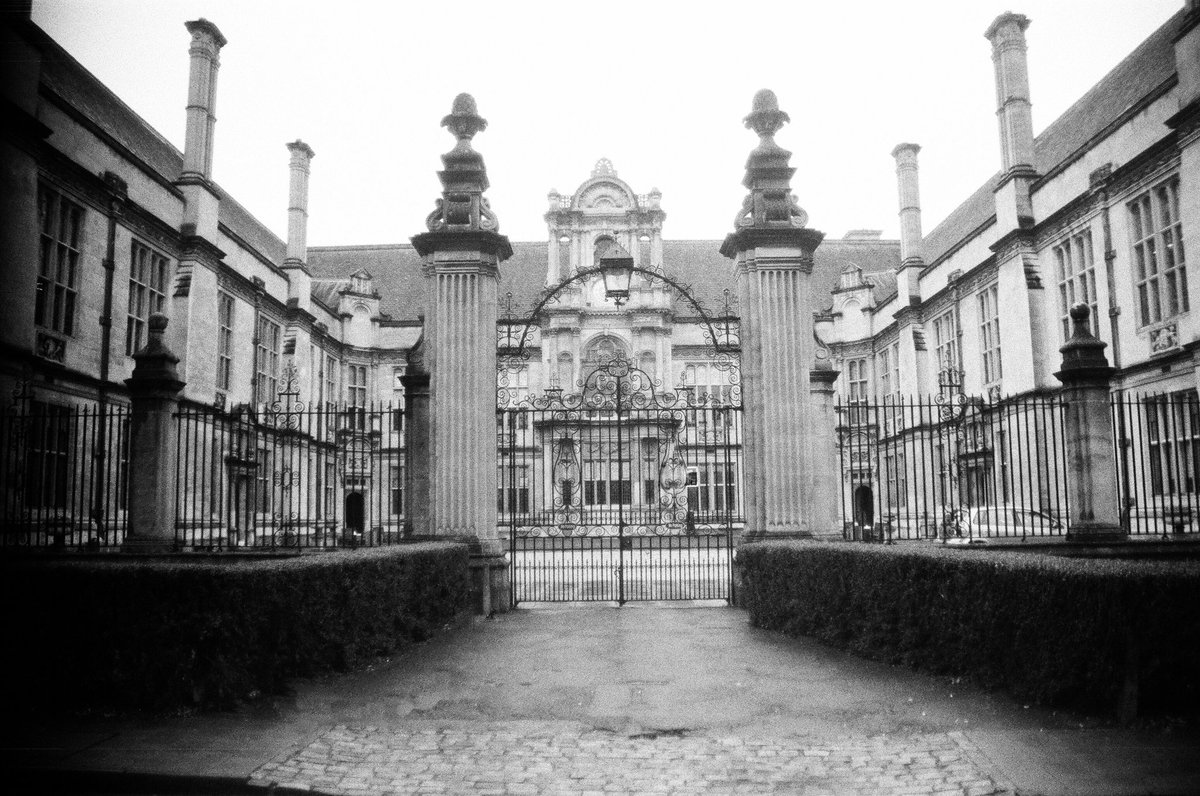 The gates of a University in Oxford Taken with the Olympus OM2-n  #photography #photooftheday #photo #35mm #35mmfilm #blackandwhitephotography #blackandwhite #blackandwhitephoto #OLYMPUS