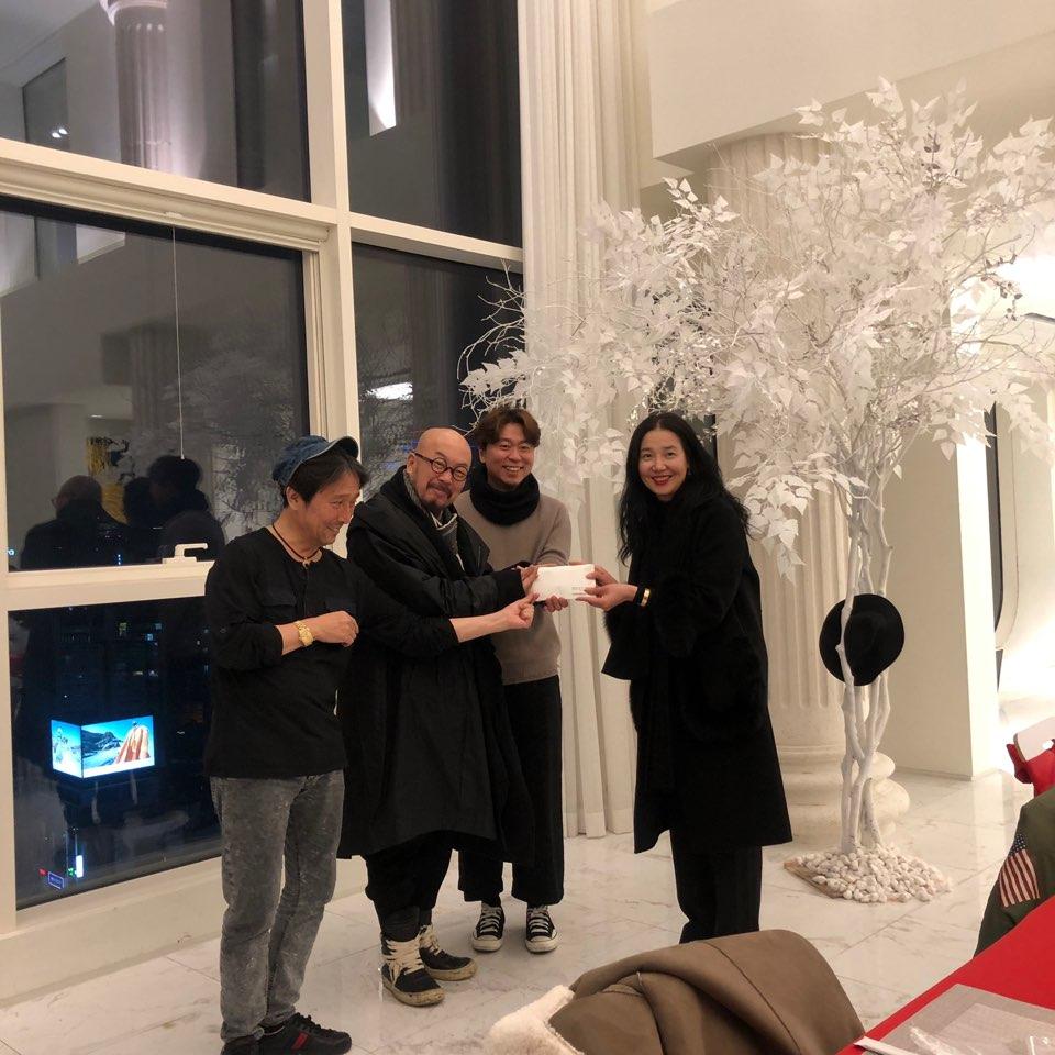 어제 2018년 제 9회 안최이임홍김의 다문화어린이를 위한 문화예술인들의 자선행사 기부금이 박정숙대표에게 전달식이 있었습니다  도움을 주셨던 많은 아티스트들과 함께 해주셨던 친구들과 응원와 주신 모든분들께 진심으로 감사드립니다
