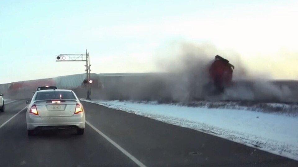 Dashboard video captures moment 52-car train derails near Saskatoon https://t.co/EMBYKJiFom
