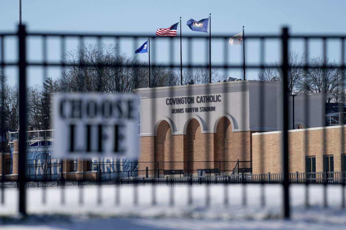 Covington Catholic High School was closed for the day after the video of its students mocking an elderly Native American man went viral https://t.co/TffBUeIIzZ