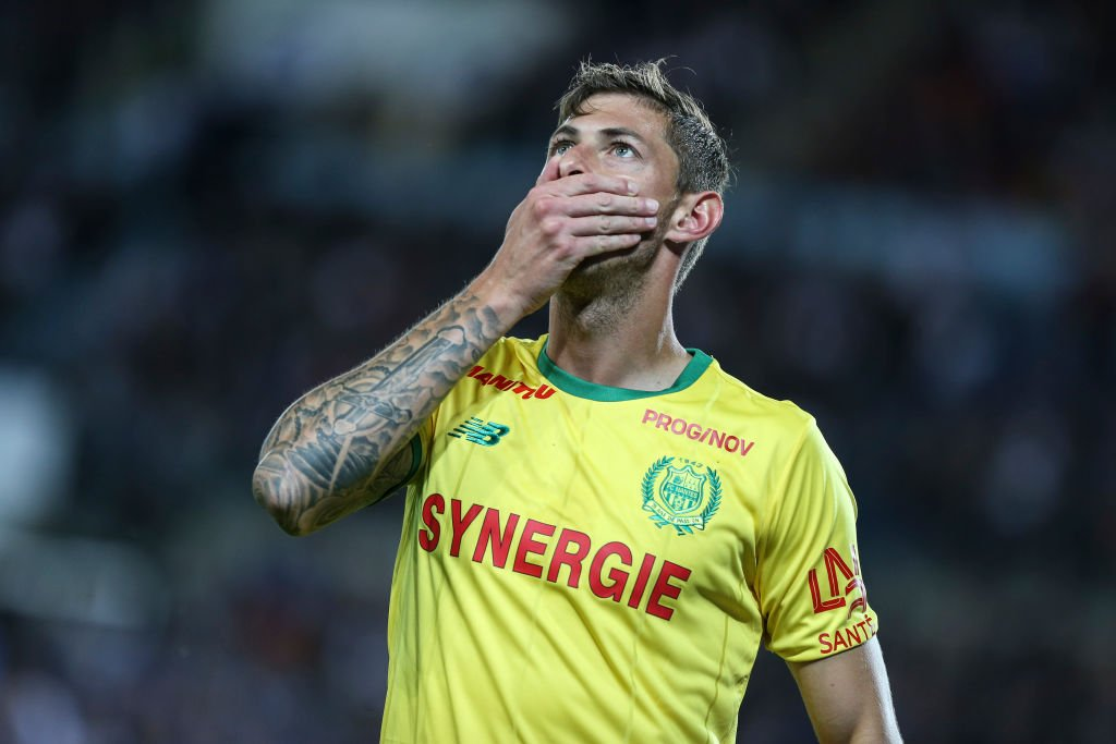 'A common morning sight was Sala, seated at a table outside a cafe with his Labrador Naja curled up at his feet.'  Emiliano Sala - the 'local Carlos Tevez' who bloomed late but had a bright future ahead.  👉 https://t.co/HGm1SuxWCi