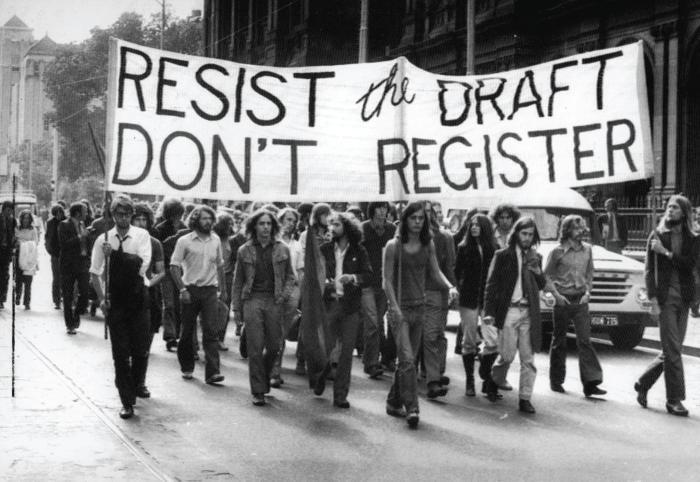 El 20 de enero de 1977, en Washington, el presidente Jimmy Carter, cumpliendo una promesa de su campaña, amnistió a los objetores de la guerra de Vietnam. Durante la guerra 260.000 personas fueron denunciadas ante el Departamento Federal de Justicia por negarse a ser reclutados.
