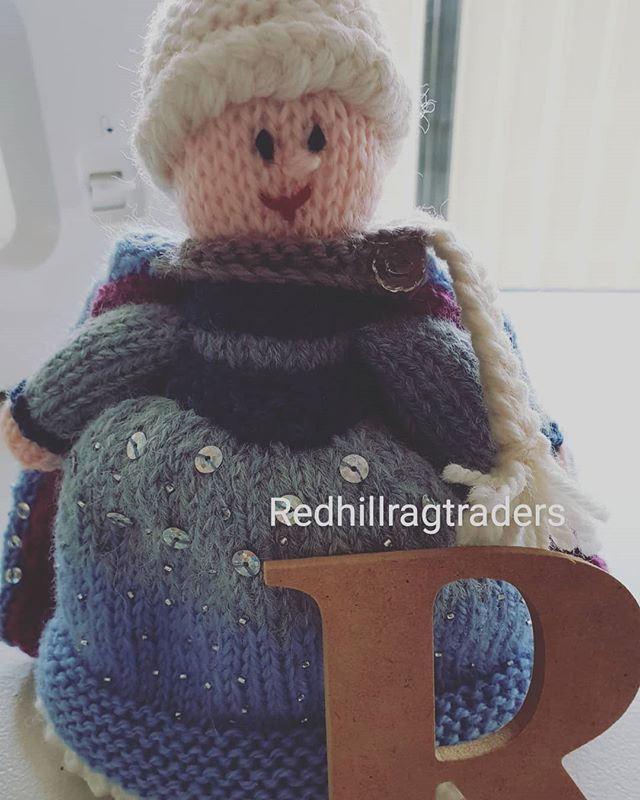 ... topsy turvy cape to swap with Anna. . . . #handmade #knitting # topsyturvy #princess #elsa #anna #frozen #homemade #craft #forsale #facebook #ebay ...