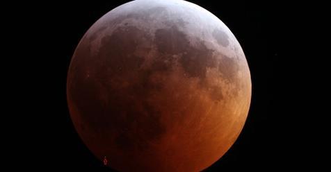 Во время затмения на Луну упал метеорит https://t.co/kT1C6JQQi8