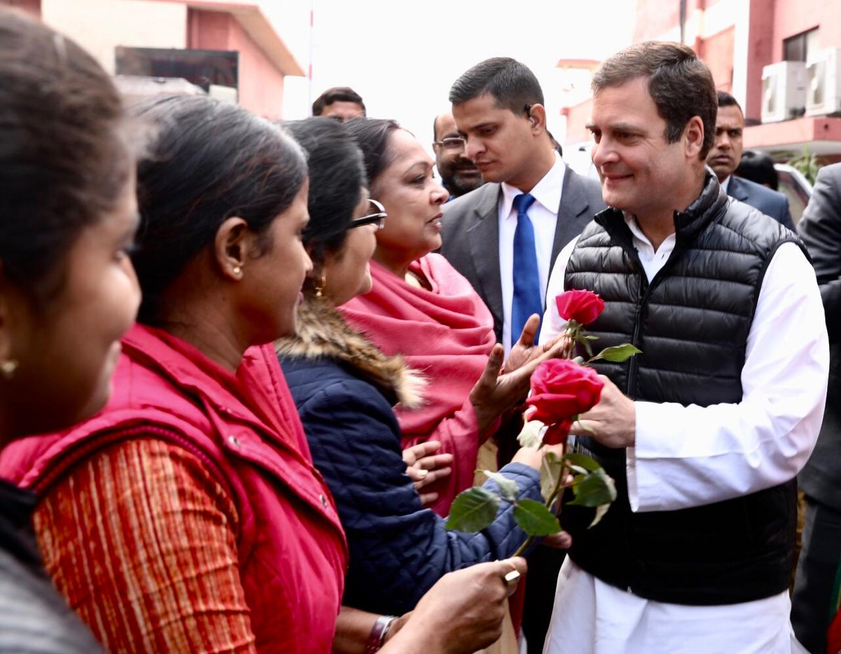 Congress President @OfficeOfRG arrives at Lucknow airport to a warm welcome from UP PCC Chief  @RajBabbarMPand the people of Uttar Pradesh, on his way to Amethi.