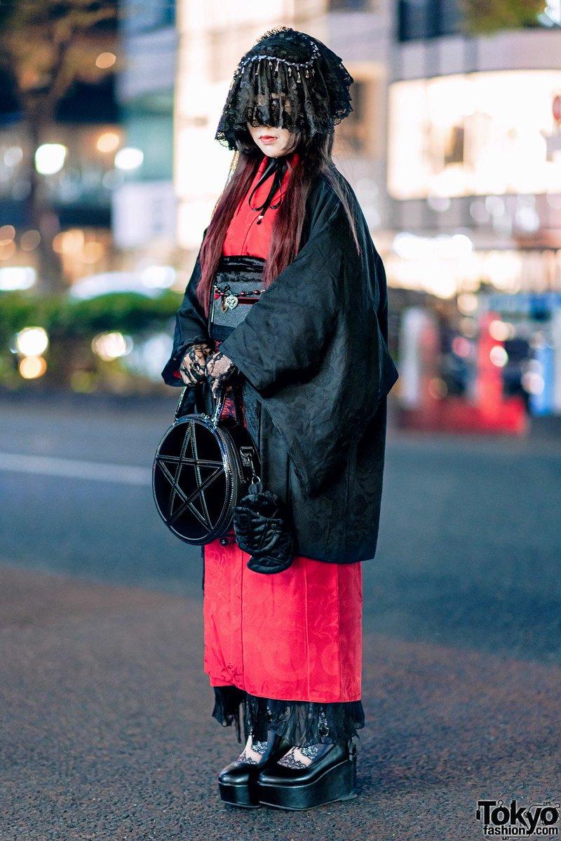 Jill (@neko11tsubame) is a Japanese shironuri we met on the street in Harajuku. Her look mixes traditional vintage kimono with gothic elements including a veil headdress, lace gloves, platforms, and Killstar bag #原宿 https://t.co/I15JQwsWYQ