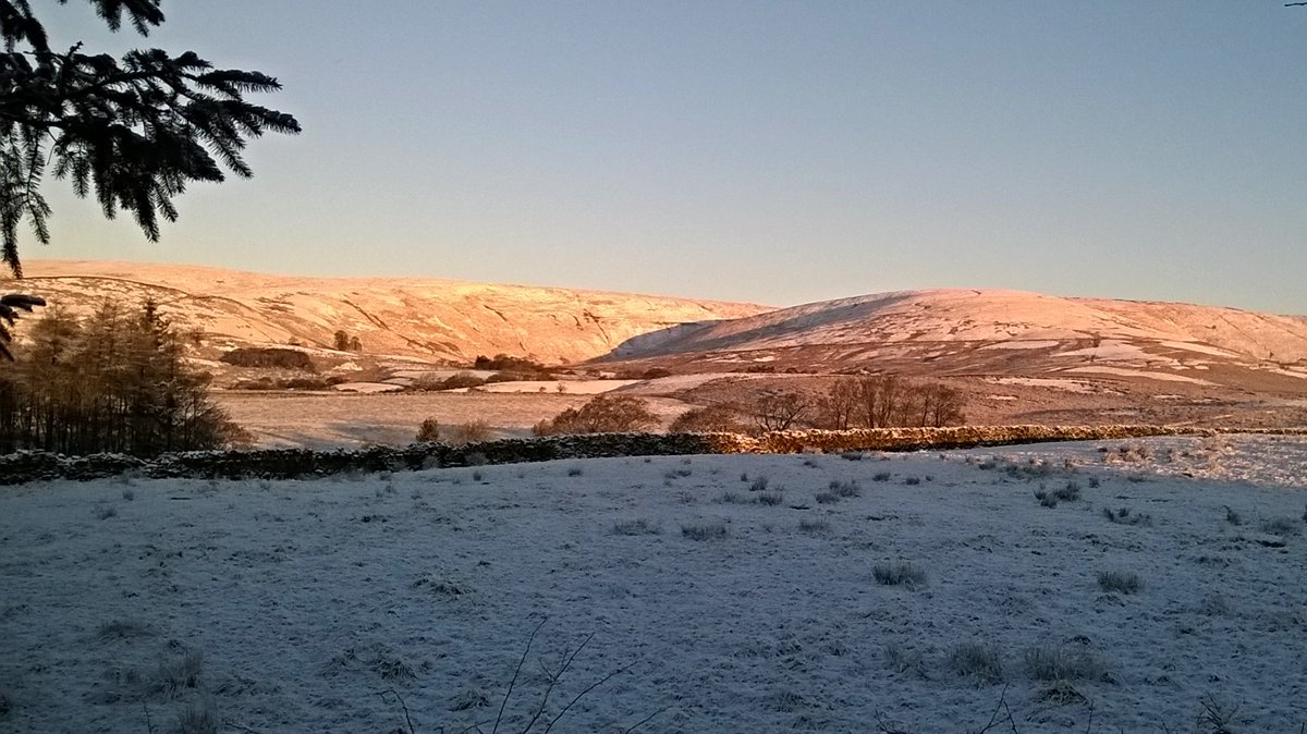 Stunning out the back of the workshop today...tempted to get up in the fells.. #forestofbowland #Bowland https://t.co/9TmYzEHqi9