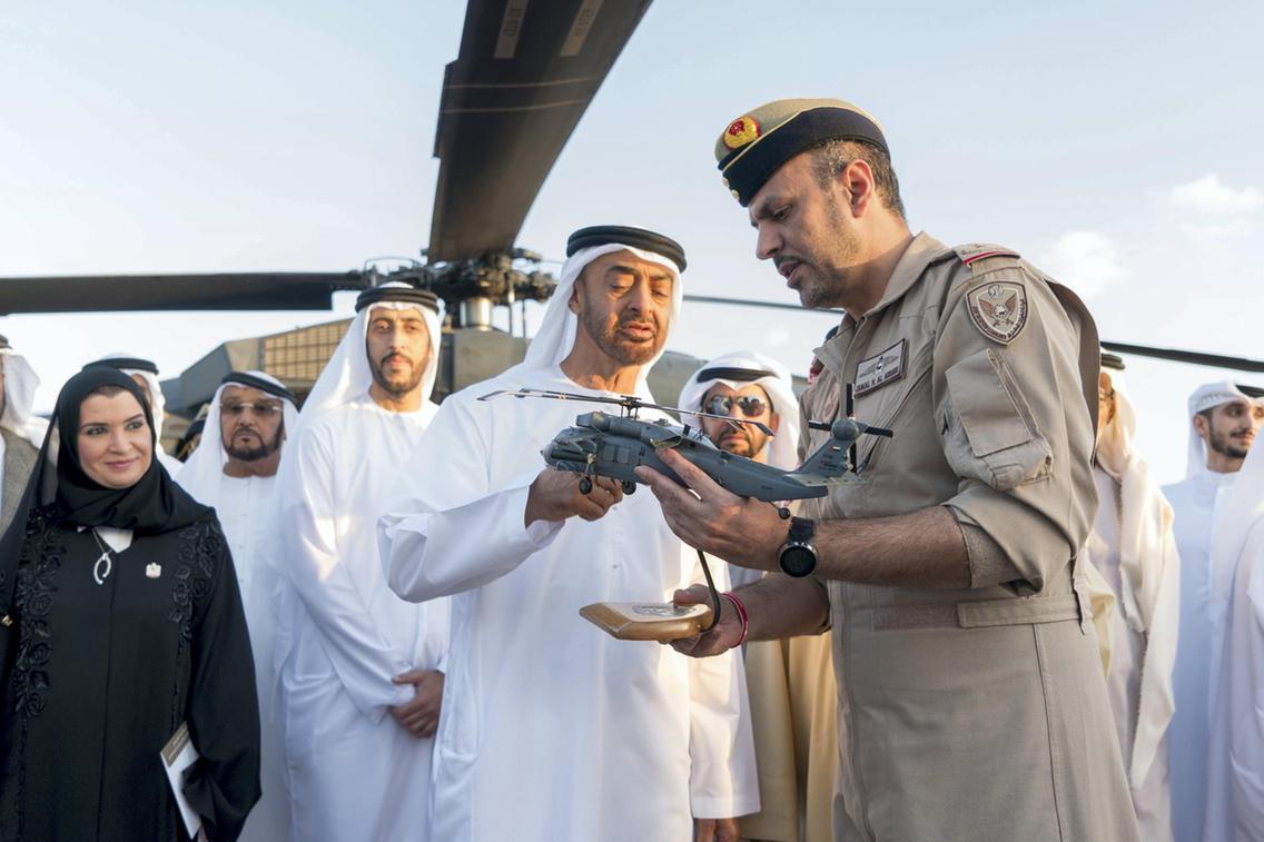 تعرف على مروحيه Black Hawk المطوره في دولة الامارات العربيه المتحده  DxlY_XMWkAAto4r