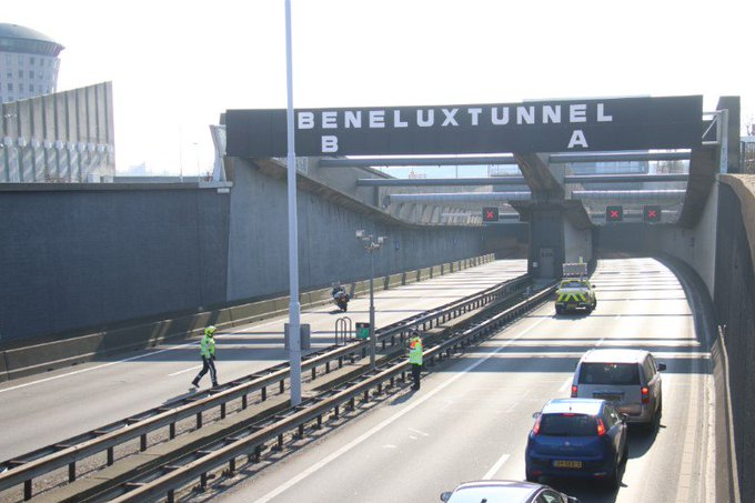 Labradoodle aangereden in Beneluxtunnel (update) https://t.co/gndFW1tTJc https://t.co/nh3138uvOG