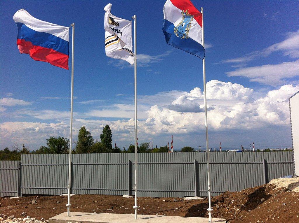 конечно, фото крепления флагов огорожена, имеется пропускной