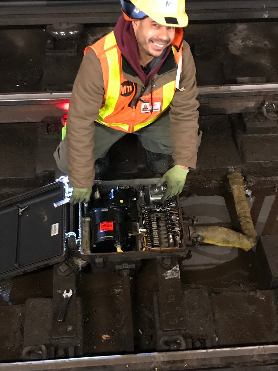 Water has stopped flowing into the tunnel. Our crews are on site to clear the water and debris and install replacement switch and signal equipment where necessary. We are working hard to restore full service by the afternoon rush.