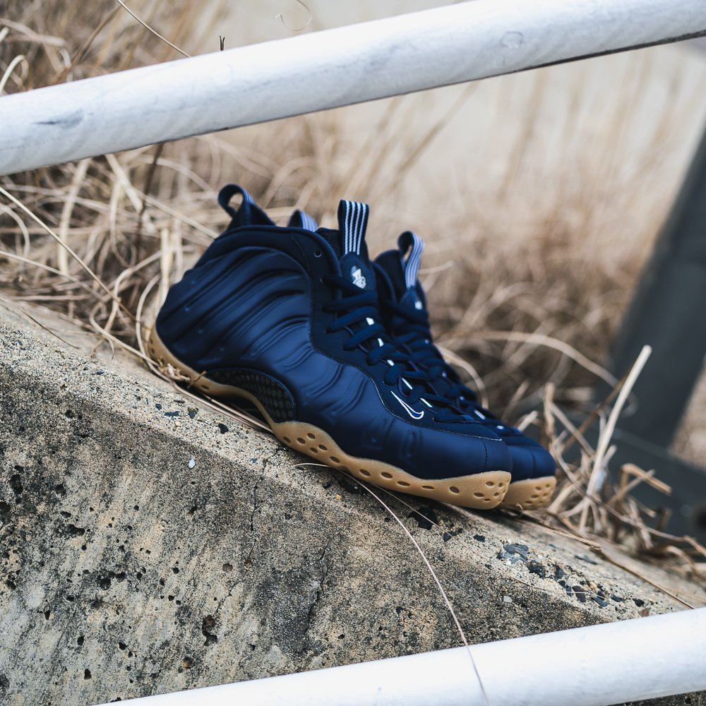 0eefbece493  Midnight Navy   Nike Foamposite One Now Available Online and In Stores   midnight  navy  foamposite http   ow.ly NJNZ30nmunn  pic.twitter.com oVSD5aZvmk