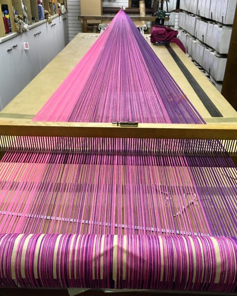 Here you can see the stripes and how my warp plan changes ..... next stage, entering my warp into the loom..... ☺️ #weaver #weaving #warp #armtouch60 #handweaving