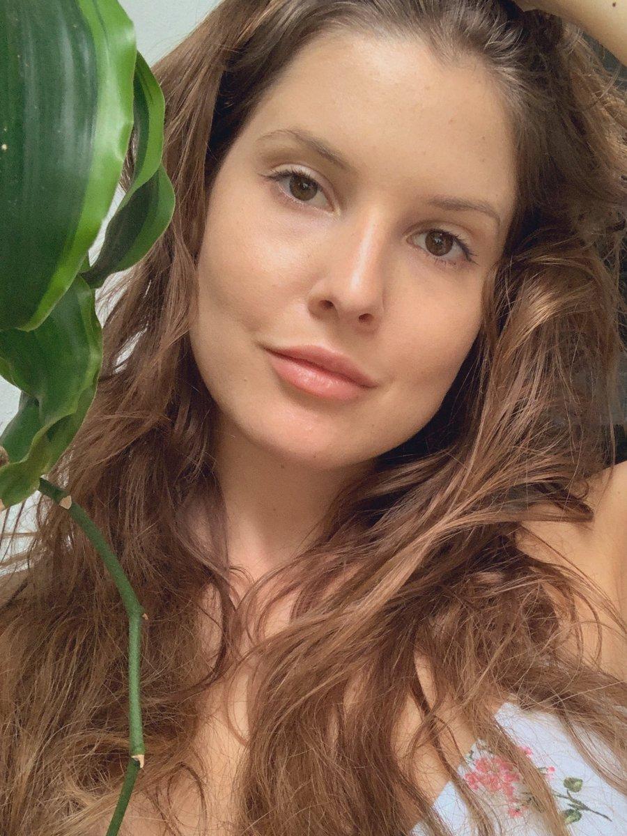 "Amanda Cerny Nua amanda cerny ar twitter: ""i didn't do my eyebrows today"