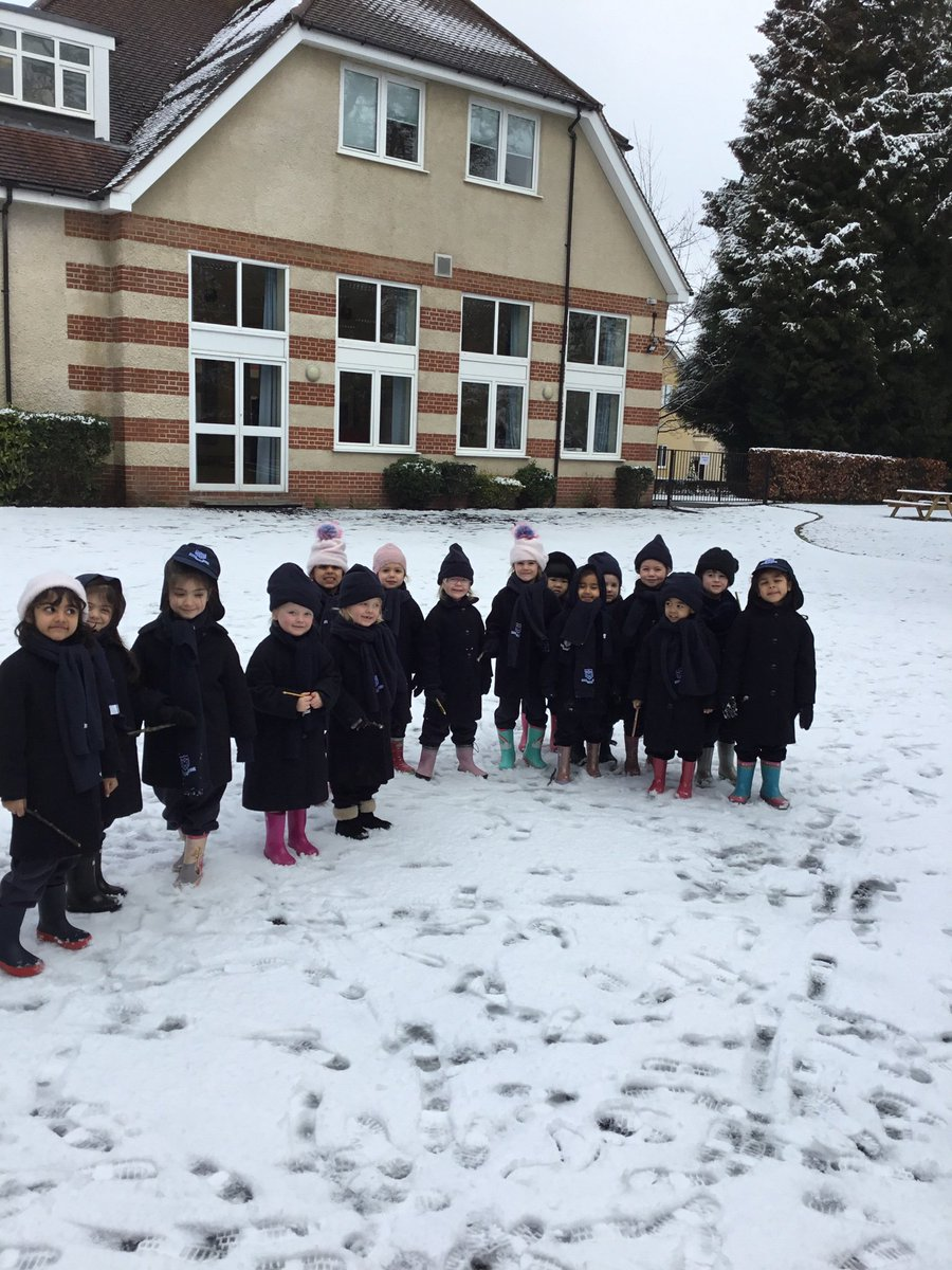 ... of Maths lesson this morning, writing numbers and number sentences in the snow! They all had a great time! #maths #snow #EYFS pic.twitter.com/A7FhCfPN8T