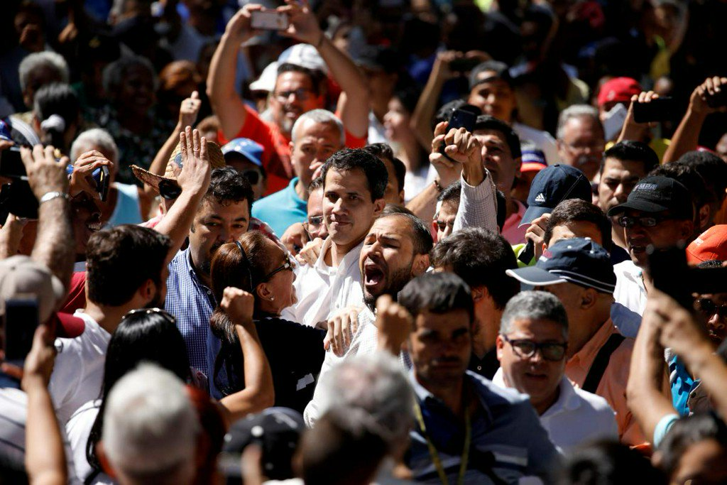 Venezuela opposition leader swears himself in as interim president https://reut.rs/2Duk1d9