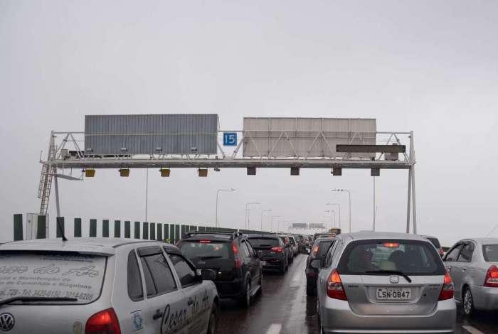 Ponte Rio-Niterói é liberada após tombamento de caminhão #odia #JornalODIA  Confira: https://t.co/tXqiV04Jyy