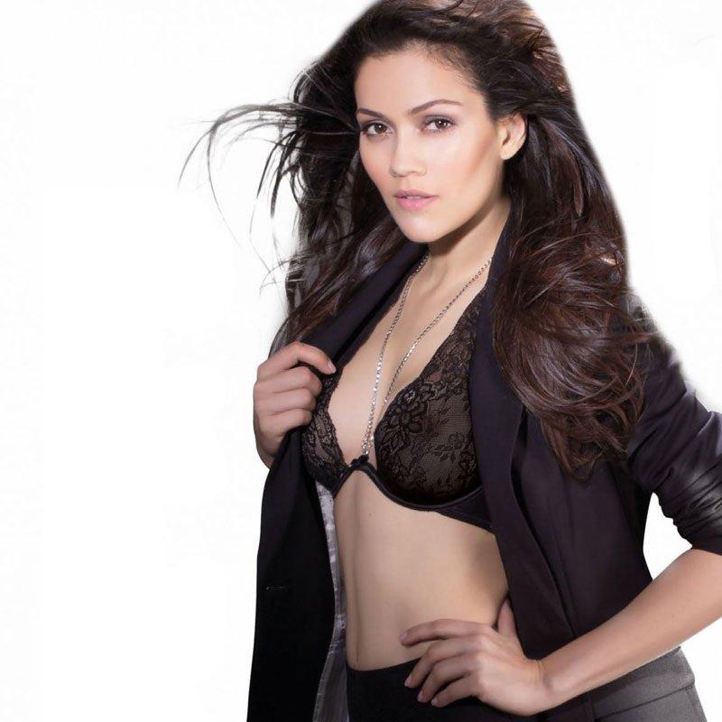 Waluscha de Sousa's FHM Magazine Photos http://ow.ly/cFYv30nqW6k #WaluschadeSousa #Bollywood #Hot #Sexy