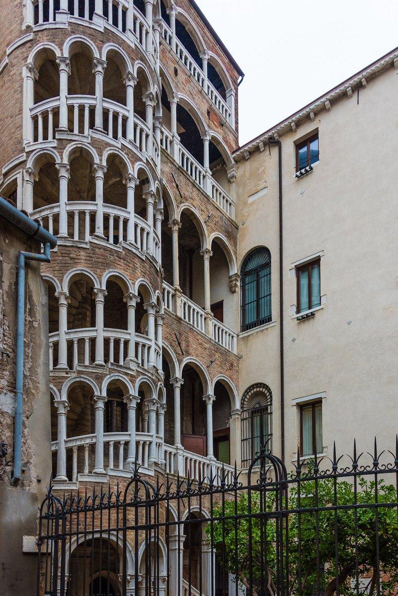 Palazzo Contarini del Bovolo in #Venice #italy  #photooftheday #travelphotography #travel #travelphotos #tourism #travelgram #trover #picoftheday #instatravel #traveling #mytravelgram #travelingram #igtravel #traveler #PalazzoContariniDelBovolo