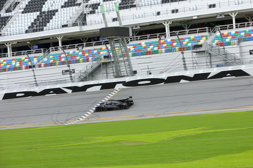 #ThrowbackThursday to our test @DISupdates in honor of #Rolex24 this weekend! Best of luck to everyone! #IMSA #AlianzaGilbertMotorsports