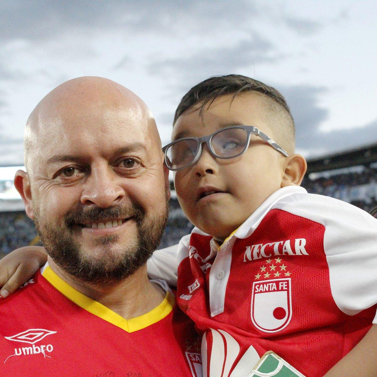 El hincha No 1 de las tribunas, mi gran amigo Juan Sebastián, quien nos enseña a ver y disfrutar la vida con los ojos del corazón! Gracias mi juanse y @mila_sfe por estar!!!  @FIFAcom @brfootball @SantaFe @Dimayor @Futcol_fpc @futbolete