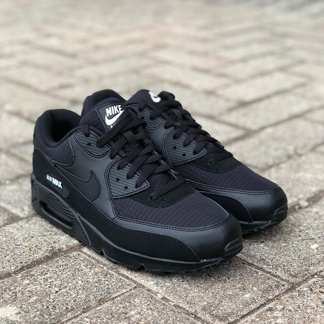 ccf2bed20b4 ... in all store locations and on http   ow.ly vnZI30nrsks Free Canadian  Shipping  TheClosetInc  TheClosetIncLondon  TeamCloset  NikeAirMax90   AirMax90 ...