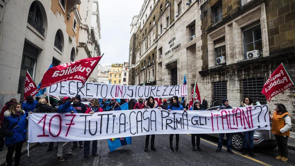Dietro la chiusura del Cara di Castelnuovo, la protesta di chi perde il lavoro