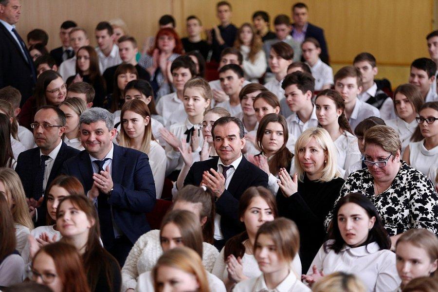 Губернатор поздравил с днем студентов