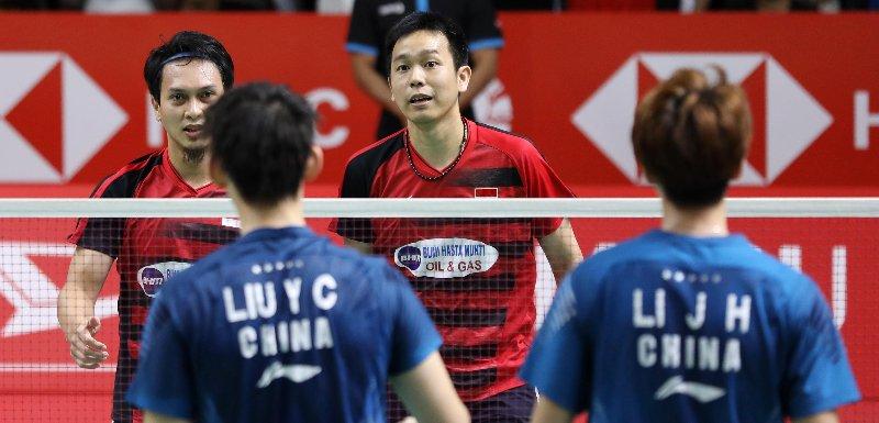 Pasangan ganda putra Indonesia, Mohammad Ahsan/Hendra Setiawan usai memenangkan pertandingan babak perempat final Indonesia Masters 2019 melawan pasangan China, Li Junhui/Liu Yuchen, Jumat (25/12019).