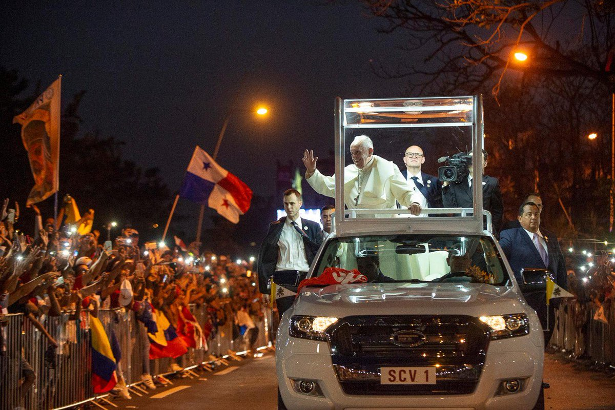 #PopeFrancis returns to the Apostolic Nunciature at the end of his first full day in #Panama for #WYD2019.