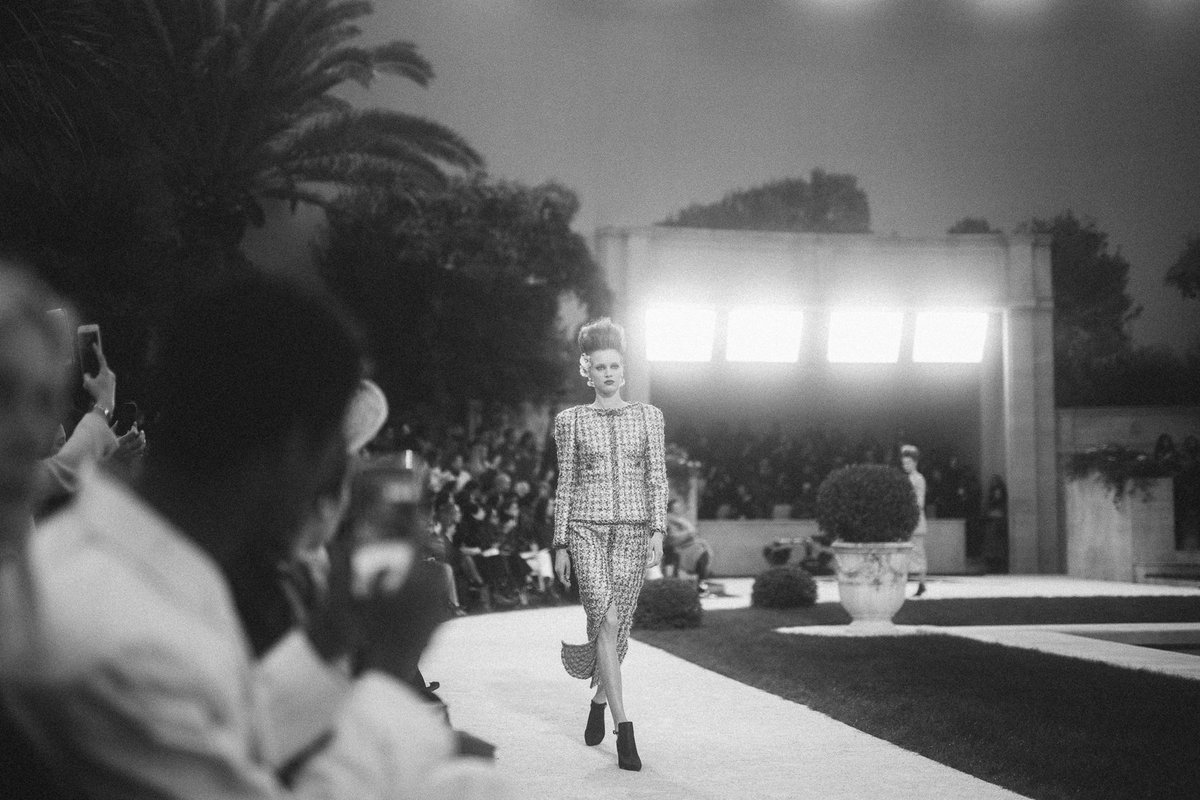 Described as 'the new CHANEL' by Karl Lagerfeld, Spring-Summer 2019 #CHANELHauteCouture tweed suits are pared down to the extreme with braiding that dissolves into the fabric. #VillaCHANEL