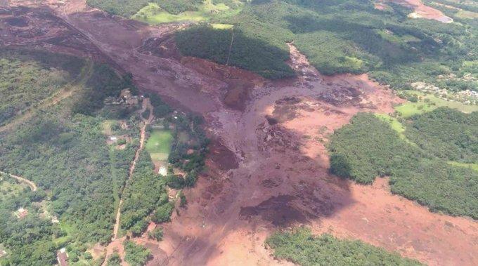 un barrage s'effondre au brésil et provoque une coulée de boue toxique Dxx7vbyXgAIzk0X?format=jpg&name=small