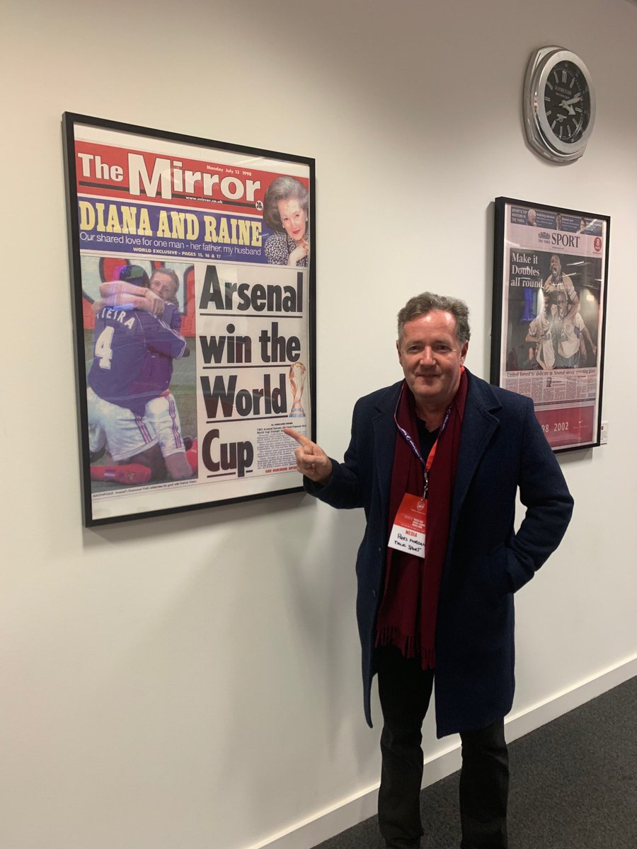 "Piers Morgan ar Twitter: ""My finest hour as a newspaper editor. Don't think it sold many copies in Tottenham... ⁦ @Arsenal⁩ #Emirates #MediaCentre ⁦@ DailyMirror⁩ ⁦@OfficialVieira⁩ #Petit… https://t.co/G3gQ9ul6X5"""