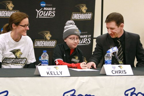 Chris Bini, an 11-year-old undergoing chemotherapy, became our newest wrestler through Team IMPACT. He sets a great example for our Lions by making the differences and overcoming challenges. We're happy to have him on board.  #LionsSupportLions  https://www.lindenwood.edu/about/news/details/kmov-features-team-impact-signing-of-chris-bini/ …