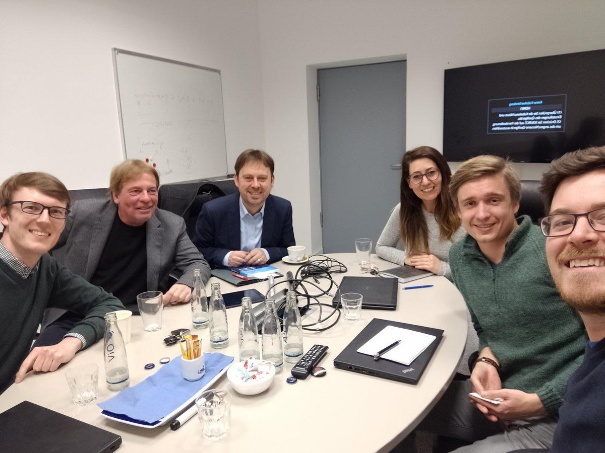 Spannender und produktiver Austausch über den Technologiewandel und Realpolitik: Gestriges Treffen mit Bundestagsabgeordneten @JensZimmermann1 und Prof. Dr. @peter_buxmann @TUDarmstadt  Danke für die Einladung!  Mit dabei, Freunde von  @startupsec_da @SFMSystems & core sensing