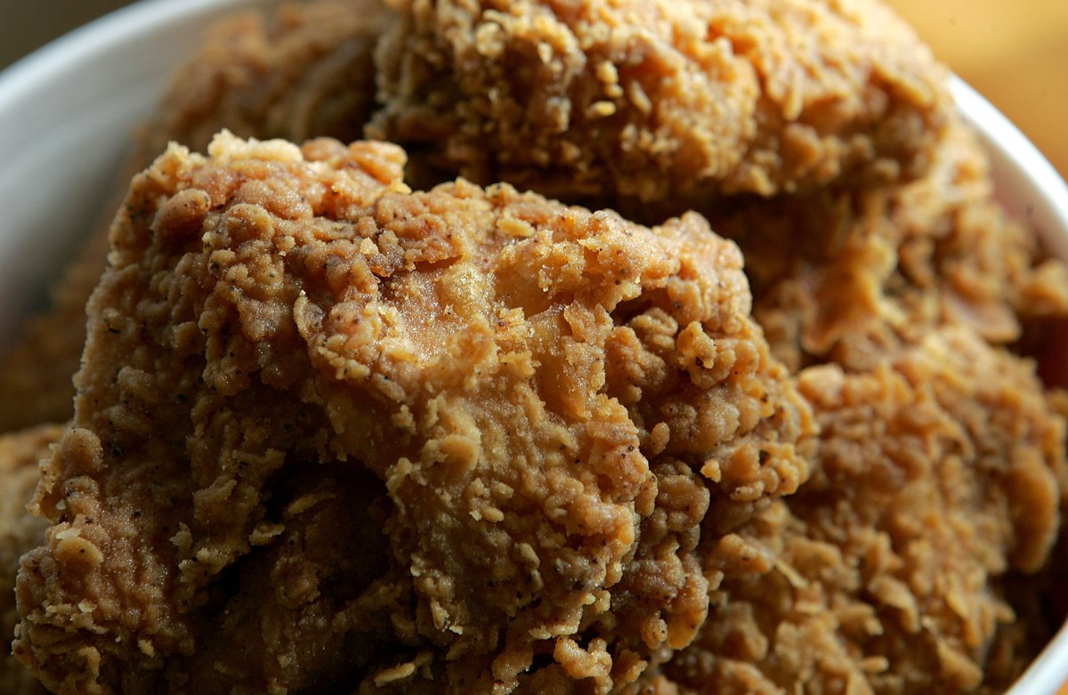 WARNING: Eating fried chicken every day linked to 13% higher risk of death https://cbsloc.al/2B5v3E1