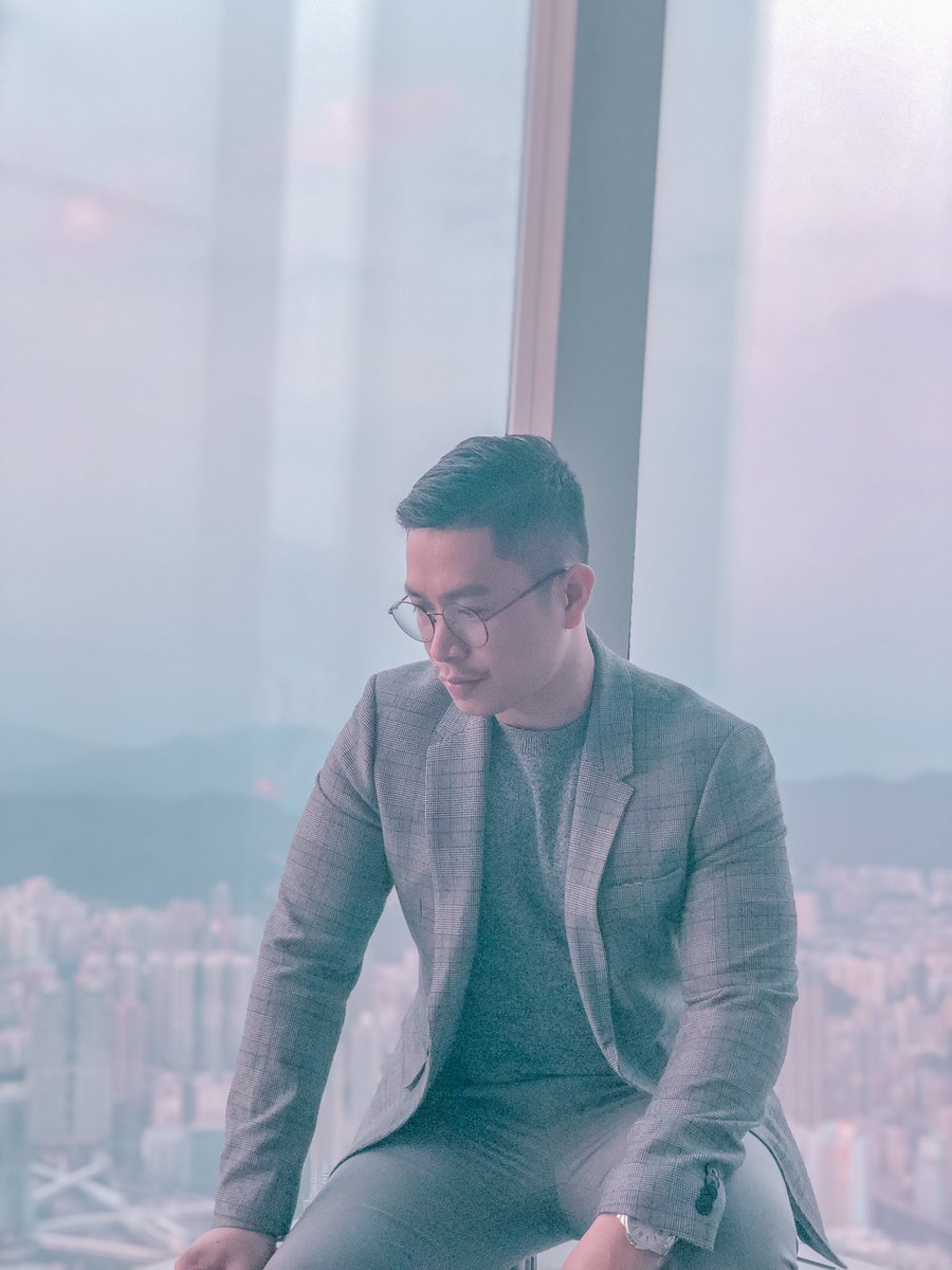 A man cannot discover new oceans unless he has the courage to lose sight of the shore - Andre Gide #sky100 #hongkongfashion #hongkong  . . . #asian #asianmen #spark #sexymen #travel #travelphotography #travelhongkong #travelpinoy #hongkong #sky100 #kowloon #observationdeck pic.twitter.com/FsB3G3rwqJ