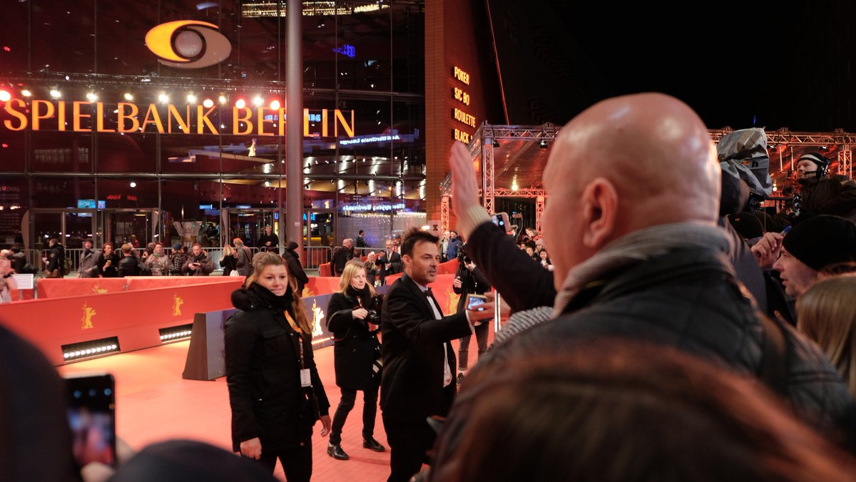 #Berlinale2019 #francoisozon am #berlinalepalast #berlinale #filmfestspieleberlin #filmfestivalberlin #roterteppich #redcarpet #tapetorosso #tapisrougepic.twitter.com/mbA9bjCnsB