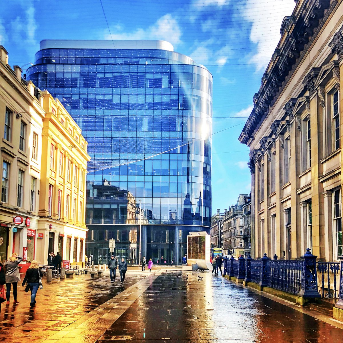 Reflections in Glasgow #Glasgow #streetphotography #reflections #city #Cityscapes #rain #photography #photohrapher @GlasgowWETodaypic.twitter.com/OQNRUHpg4G