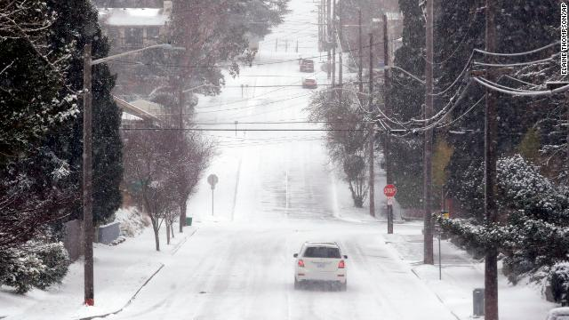 A potentially crippling snowstorm is headed for Seattle, the National Weather Service warns https://t.co/v5Zp44Niul https://t.co/e84A4EB2im