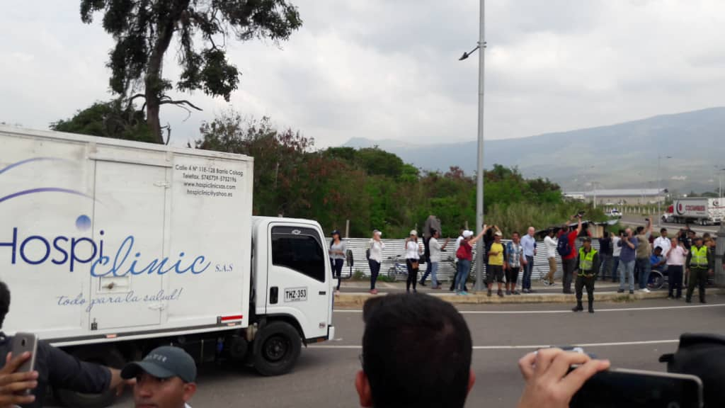 At this moment 9 trucks with humanitarian aid to Venezuela arrive at the collection center in Cúcuta.