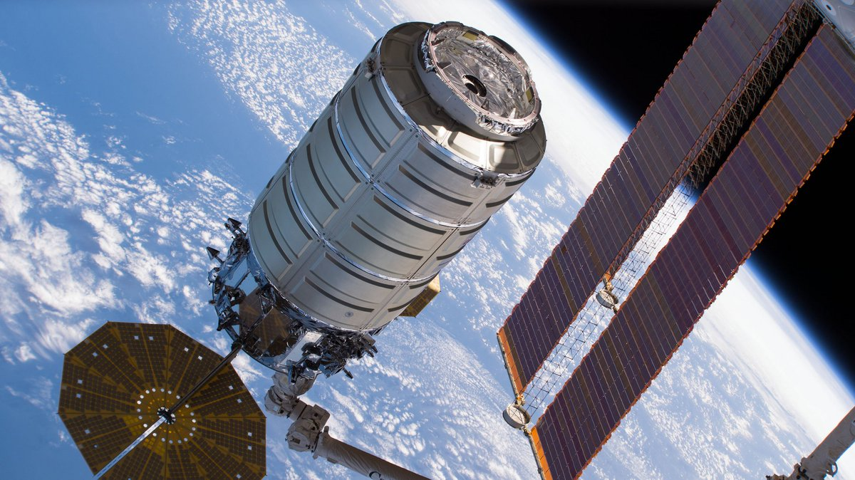 Watch @AstroAnnimal command the station's robotic arm to release the U.S. #Cygnus cargo ship at 11:10am ET Friday live on @NASA TV. We'll answer #AskNASA questions on the air too. https://t.co/yuOTrYN8CV