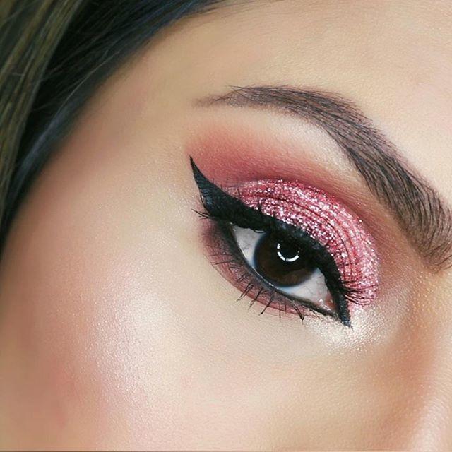 164d2a94981 Eye Makeup Details ↴ @eyekandycosmetics Double Bubble Glitter  @bebellacosmetics Go Pro Palette shades Sunset and Chic @nyxcosmetics…  http://bit.ly/2TEmgjM ...