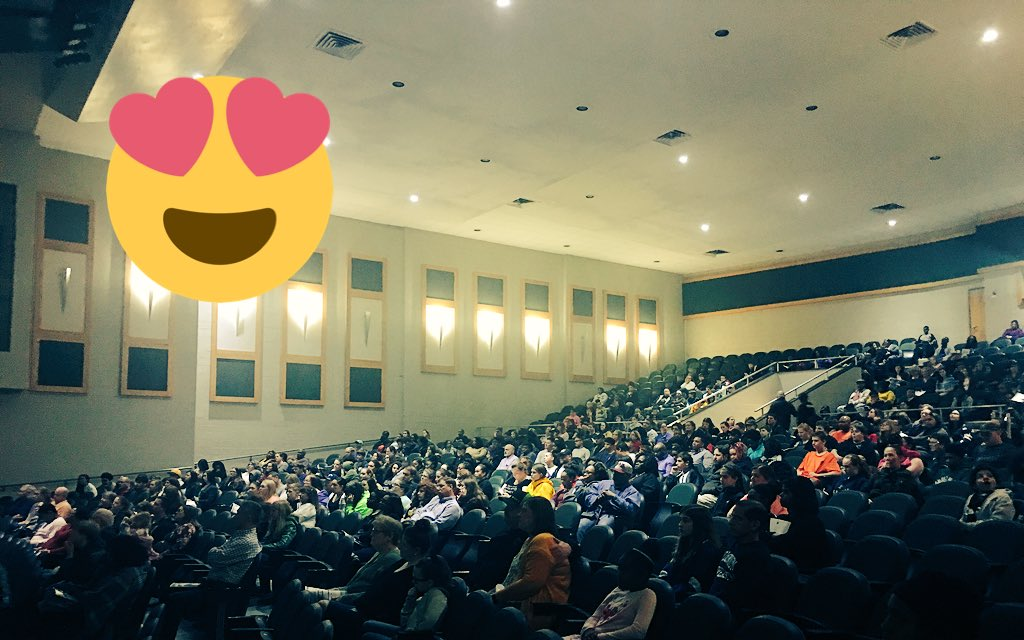 Over 400 in attendance at @KecoughtanHigh's Rising Ninth Grade AoH Information Session.