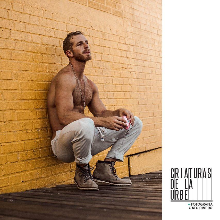 Criaturas de la urbe Foto @GATORIVERO @centaurusve Pulsa https://issuu.com/influentialmagazine/docs/influential_hd/210… #boys #fashionmen #mensfashion #guys #male #fashionphotography #men #menstyle #MaleModel #spanishinfluential