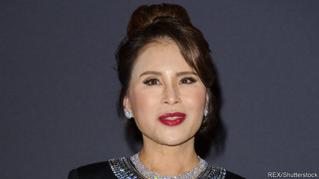 My piece on the HUGE news that Princess Ubolratana is going to run for PM with a Thaksin-linked party in #Thailand's election on March 24. The move could upend the generals' schemes to win the contest and rehabilitate #Thaksin.