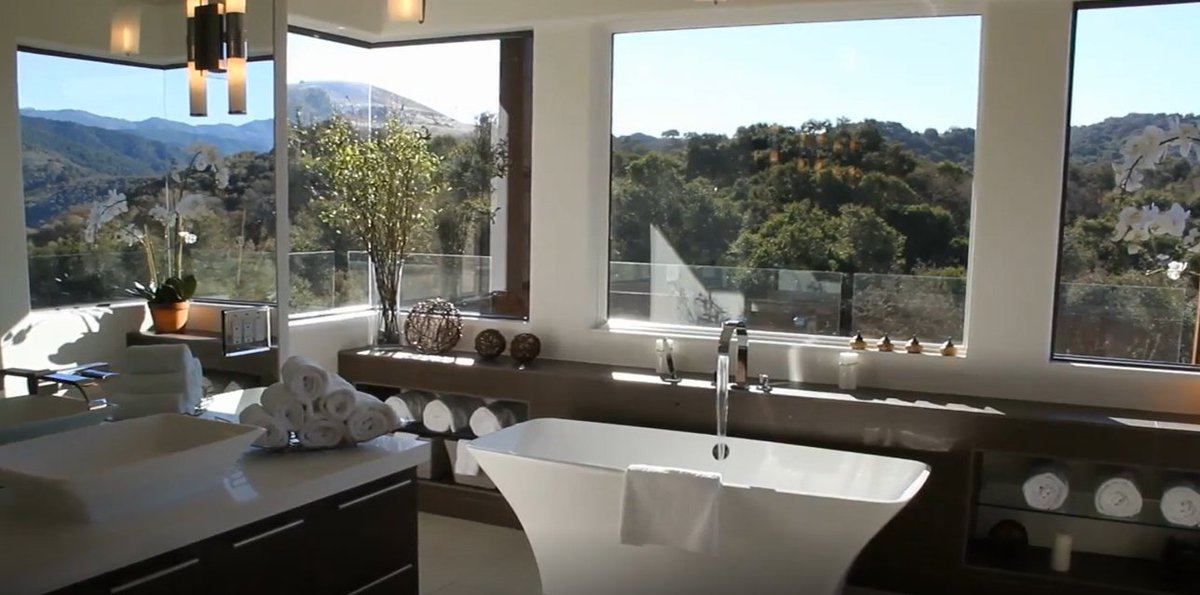 What are the qualities of a great set of bath towels?   Find out here:  https://www. facebook.com/notes/luxury-h ome-decor-trends/how-to-choose-the-best-bath-towels/529683454187684/ &nbsp; …   #homedecorideas #homedecoration #bathroomdesign #bathroomfun #homedesign #bathtowels #trendsetter #trends #trending #FridayReads #FridayEve #FridayFeeling #FF #Weekend #beautifullife<br>http://pic.twitter.com/bGEtqClD0k