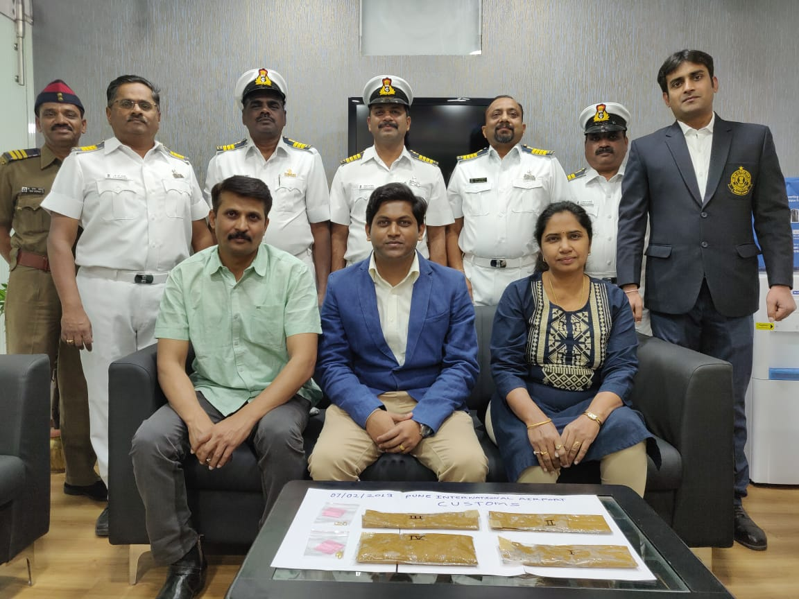 पुणे इंटरनेशनल एयरपोर्ट पक एक महिला को गिरफ्तार कर 81 लाख 75 हजार 32 रुपए के तस्करी के सोने जब्त किए गए