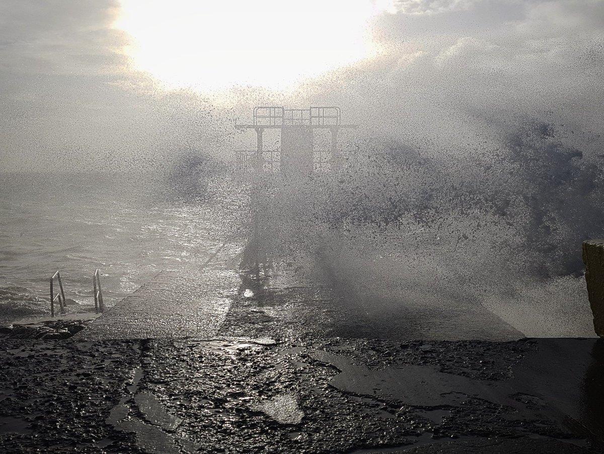 Blackrock Diving Tower #StormErik @AimsirTG4 @MetEireann @rtenews @NuachtRTE @NuachtTG4