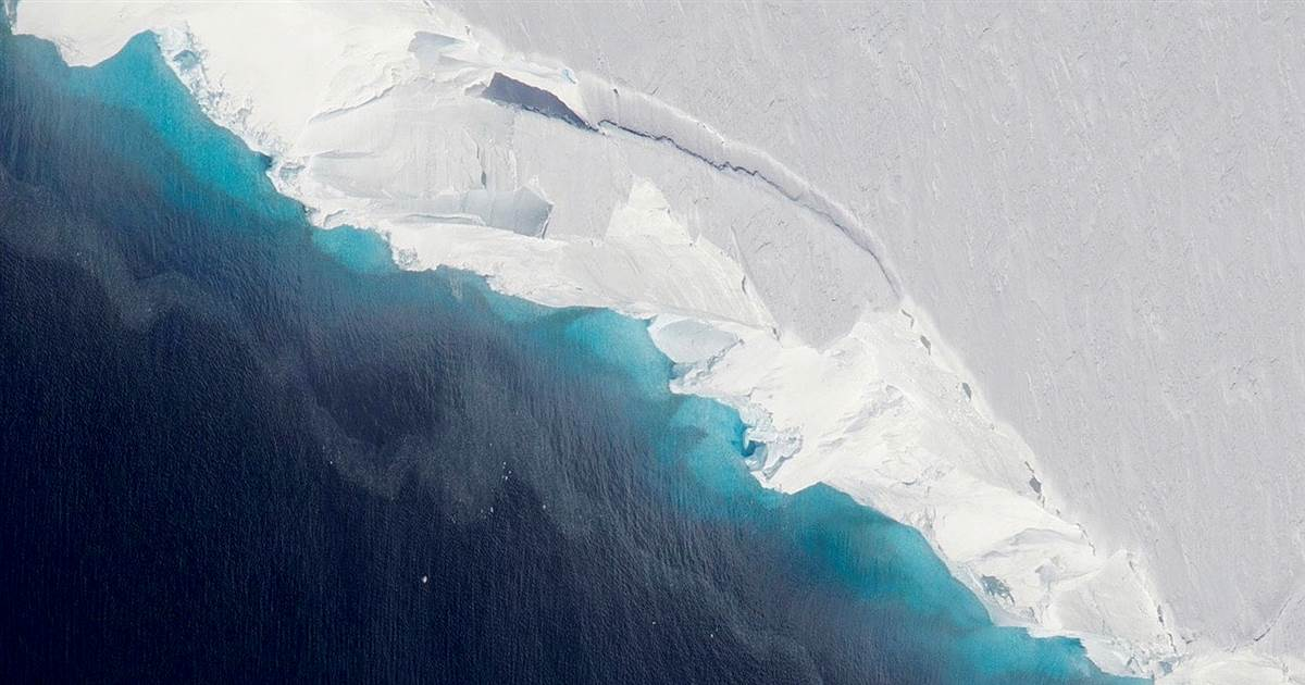 A hole opens up under Antarctic glacier — big enough to fit two-thirds of Manhattan https://nbcnews.to/2DivkUo